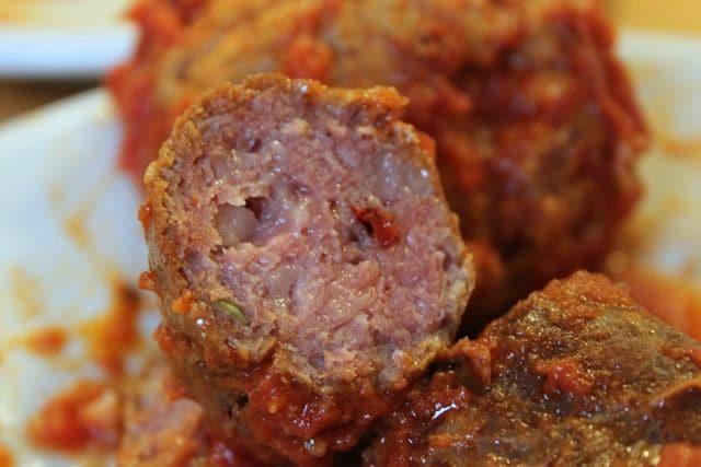 A' pezzentella: la salsiccia povera per il ragù e per insaporire brodi e minestre di verdure.